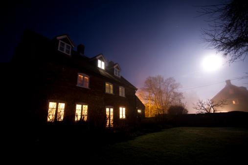 Moon「House at night」:スマホ壁紙(14)