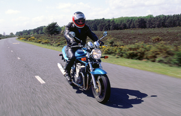 Country Road「1996 Suzuki Bandit N600 motorcycle」:写真・画像(0)[壁紙.com]