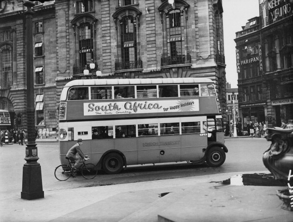 Double-Decker Bus「Bus In Piccadilly Circus」:写真・画像(0)[壁紙.com]