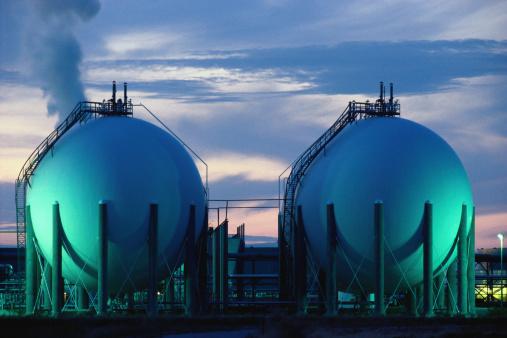 Factory「Petroleum tanks at dusk」:スマホ壁紙(7)