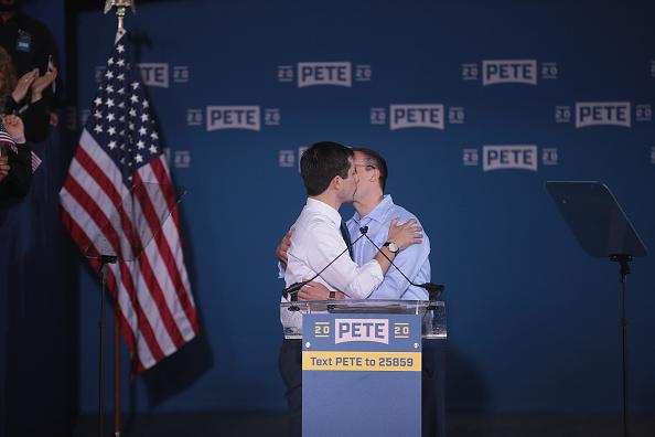 Husband「South Bend Mayor Pete Buttigieg Officially Announces Run For The Presidency」:写真・画像(6)[壁紙.com]