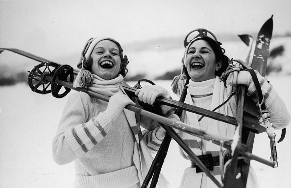 Two People「Happy Skiers」:写真・画像(11)[壁紙.com]