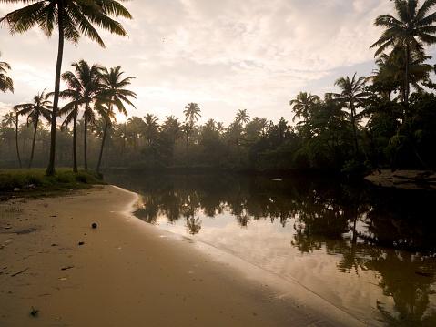 アラビア海「Beach, Kerala, India」:スマホ壁紙(16)