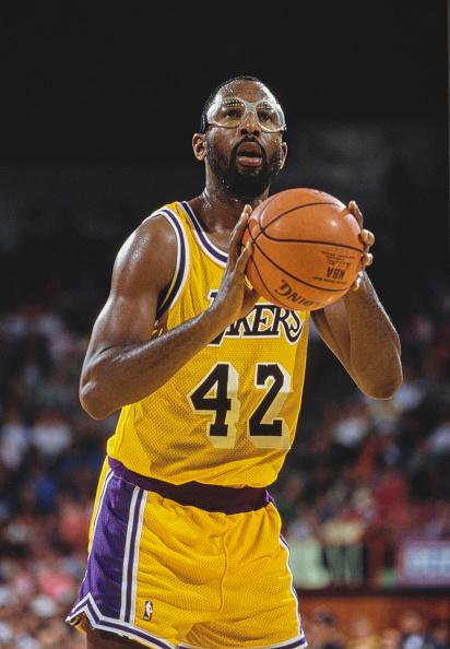 James Worthy「New York Knicks vs Los Angeles Lakers」:写真・画像(0)[壁紙.com]