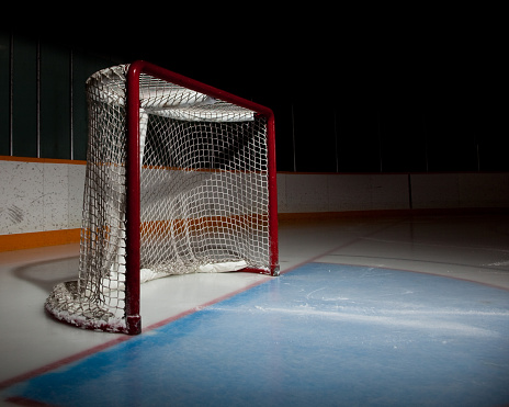 Ice hockey「Empty ice hockey venue with the focus on the net」:スマホ壁紙(19)