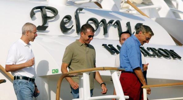 船・ヨット「Russian Billionaire Roman Abramovich Leaves His Yacht In Portugal」:写真・画像(17)[壁紙.com]