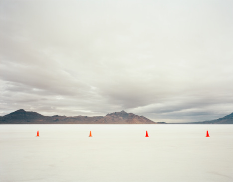 Lake Bed「Utah, Salt Lake City, Traffic cones in salt lake」:スマホ壁紙(15)
