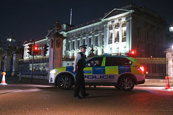 Buckingham Palace「Two Police Officers Injured After Attack Outside Buckingham Palace」:写真・画像(5)[壁紙.com]