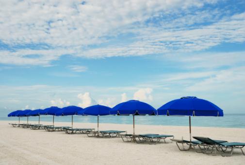 Sunshade「Row of beach chairs」:スマホ壁紙(9)
