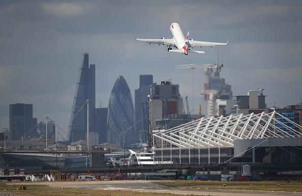 飛行機「U.S. Owners Put City Airport Up For Sale」:写真・画像(17)[壁紙.com]