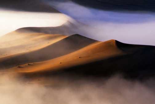 Namib-Naukluft National Park「Dawn mist and sand dunes in the Namib Desert」:スマホ壁紙(0)