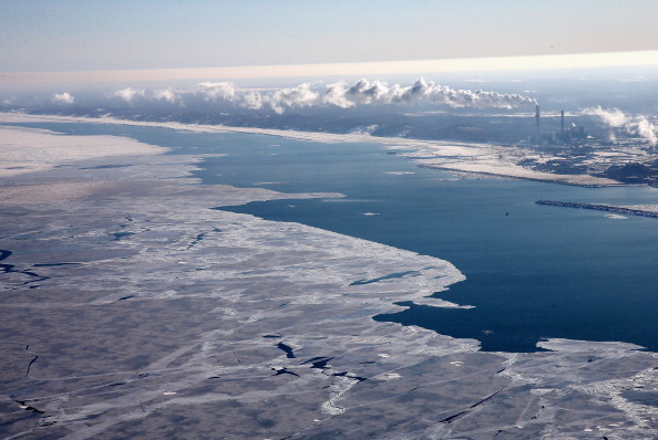 Great Lakes「As Brutally Cold Winter Drags On, 80 Percent Of Lake Michigan Frozen」:写真・画像(15)[壁紙.com]