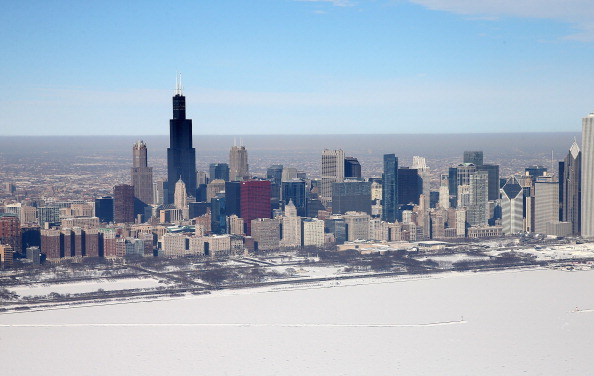 Urban Skyline「As Brutally Cold Winter Drags On, 80 Percent Of Lake Michigan Frozen」:写真・画像(0)[壁紙.com]