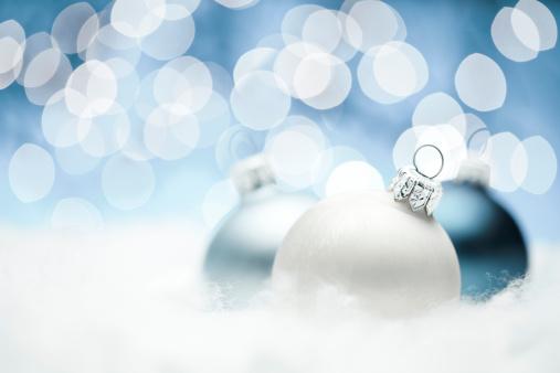 雪の結晶「ブルークリスマスボール」:スマホ壁紙(3)