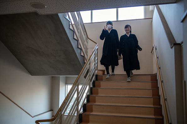 Staircase「Tokyo's North Korean School」:写真・画像(7)[壁紙.com]