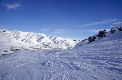 スキー場「Downhill ski run in mountains」:スマホ壁紙(15)