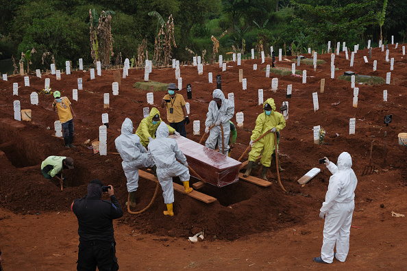 Cemetery「Jakarta To Reimpose Restrictions As Coronavirus Cases Rise」:写真・画像(19)[壁紙.com]