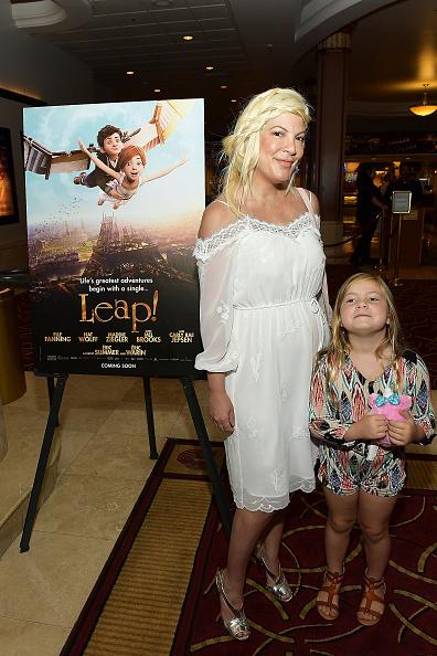 縦位置「The Weinstein Company's 'LEAP!' Premiere at The Grove in Los Angeles」:写真・画像(1)[壁紙.com]