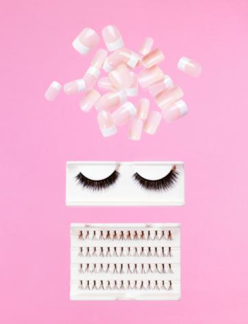Girly「Fake nails and eye lashes」:スマホ壁紙(1)