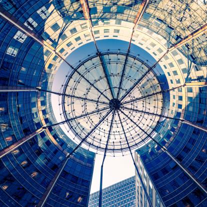 フランス「モダンな建築物とサンシェード構造」:スマホ壁紙(2)