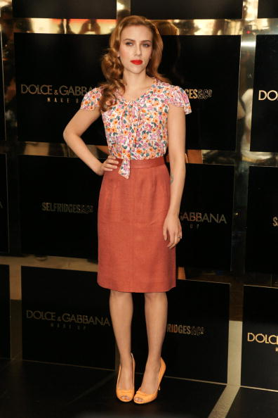 Shirt「Dolce & Gabbana: The Make Up - Scarlett Johansson Photocall Outside」:写真・画像(19)[壁紙.com]