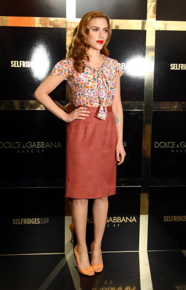 Shirt「Dolce & Gabbana: The Make Up - Scarlett Johansson Photocall Outside」:写真・画像(18)[壁紙.com]