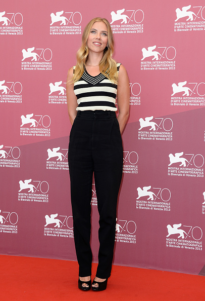縞模様「'Under The Skin' Photocall - The 70th Venice International Film Festival」:写真・画像(13)[壁紙.com]