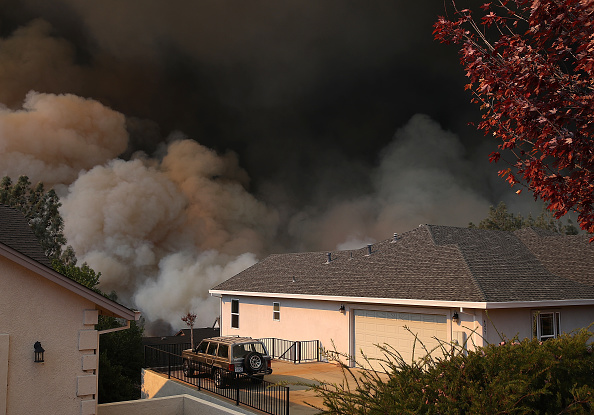 Smoke - Physical Structure「Rapidly-Spreading Wildfire In California's Butte County Prompts Evacuations」:写真・画像(2)[壁紙.com]