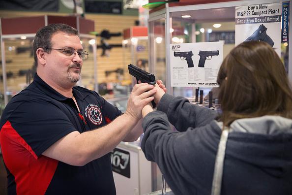 USA「Gun Shop Near Ferguson Sees Increase In Business Ahead Of Awaited Grand Jury Decision」:写真・画像(3)[壁紙.com]