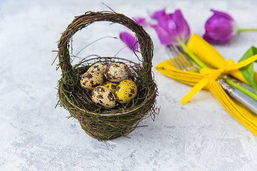 イースター「Basket with Easter eggs and place setting with flowers」:スマホ壁紙(15)