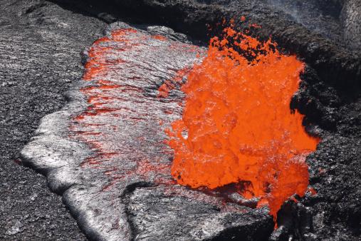 Basalt「8 February 2008 - Lava bubble bursting at edge of active lava lake, Erta Ale volcano, Danakil Depression, Ethiopia.」:スマホ壁紙(0)