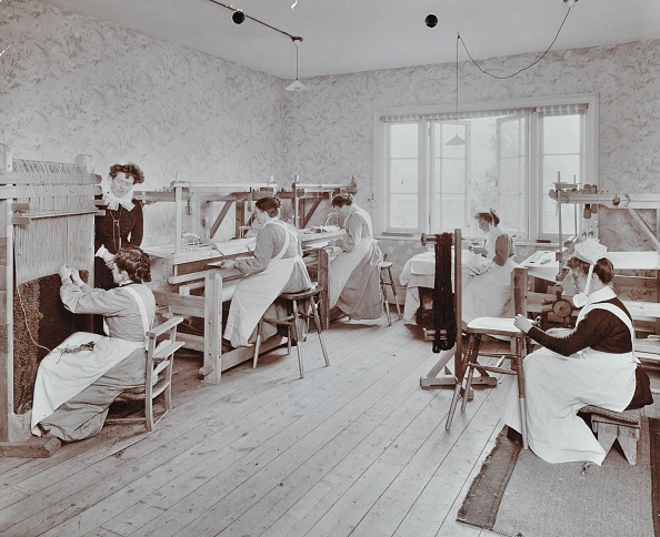 Spinning「Farmfield Reformatory For Female Inebriates, Horley, Surrey, 1910.  Artist: Unknown.」:写真・画像(7)[壁紙.com]