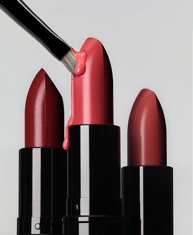 Lipstick「3 lipsticks in line with one brush sticking and melting the bulet」:スマホ壁紙(10)