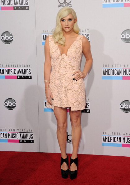 Hand On Hip「The 40th American Music Awards - Arrivals」:写真・画像(15)[壁紙.com]