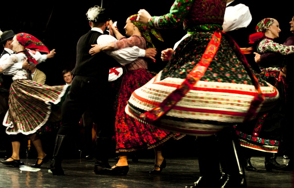 Traditional Clothing「Hungarian State Folk Ensemble」:写真・画像(7)[壁紙.com]