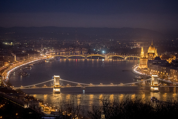 Hungarian Parliament Building「Hungary's 'Illiberal Democracy'」:写真・画像(8)[壁紙.com]