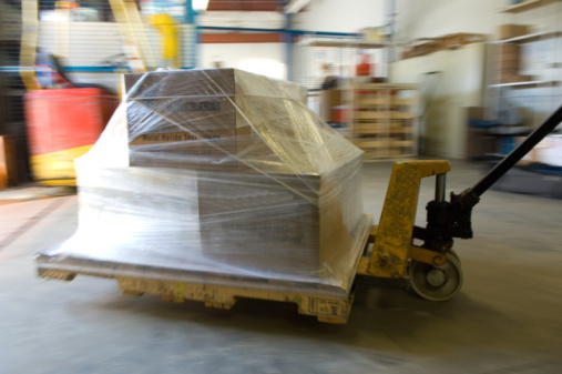 Receiving「Hydraulic hand truck with pallet moving across floor of warehouse」:スマホ壁紙(17)