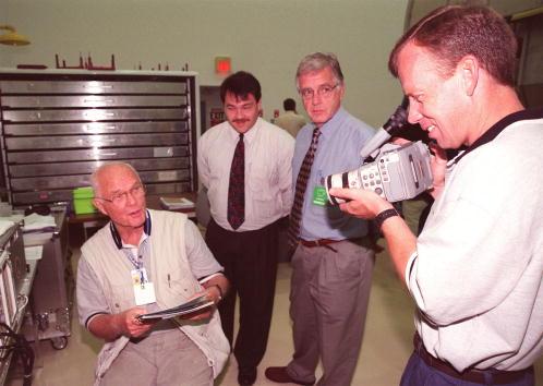 Hubble Space Telescope「STS-95 Payload Specialist John Glenn」:写真・画像(1)[壁紙.com]