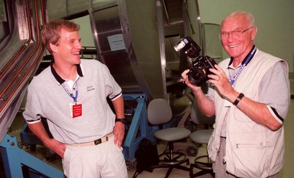Hubble Space Telescope「STS-95 Payload Specialist John Glenn」:写真・画像(2)[壁紙.com]