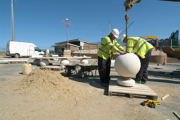 Mid Adult「Outdoors stone seating being placed into correct area by workmen using mobile crane, Mablethorpe, Lincolnshire, UK」:写真・画像(19)[壁紙.com]