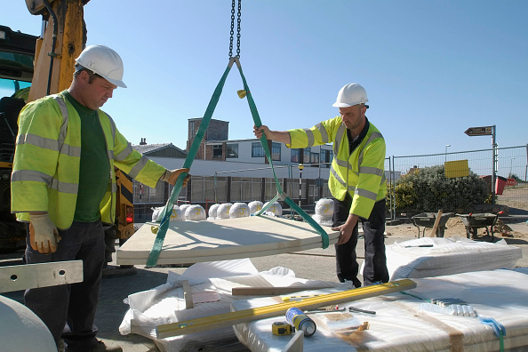 Block Shape「Outdoors stone seating being placed into correct area by workmen using mobile crane, Mablethorpe, Lincolnshire, UK」:写真・画像(14)[壁紙.com]