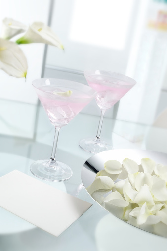 Cocktail「Pink cocktail drinks with ice cubes on glass table」:スマホ壁紙(12)