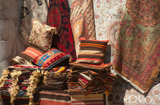 Turkish Culture「Turkey, Istanbul, Grand Bazaar, rugs and cushions for sale」:スマホ壁紙(19)