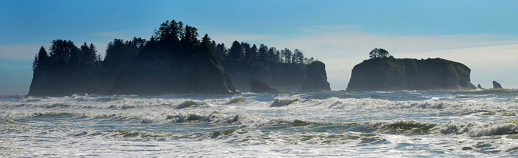 波「Pinical rock formations and waves off of Rialto Beach - Olympic National Park」:スマホ壁紙(0)