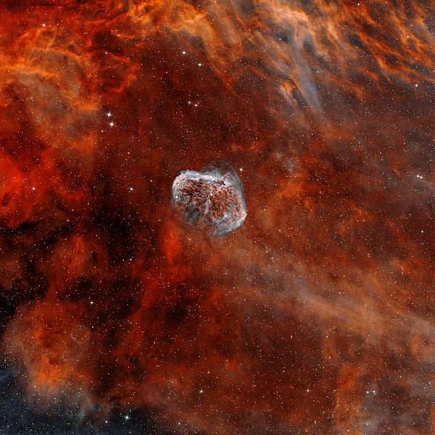 NGC 6888, the Crescent Nebula with Soap-Bubble Nebula.:スマホ壁紙(壁紙.com)