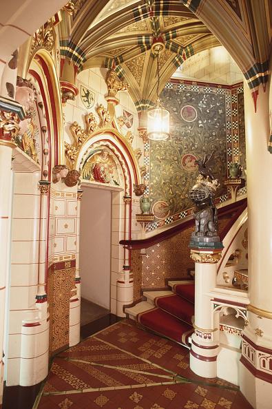 Ornate「Red Stairs」:写真・画像(5)[壁紙.com]