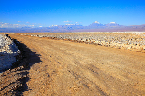 Bolivian Andes「Country dirt road to Impressive Bolivian Andes altiplano and Idyllic Atacama Desert, Volcanic landscape panorama – Potosi region, Bolivian Andes, Chile, Bolívia and Argentina border」:スマホ壁紙(14)