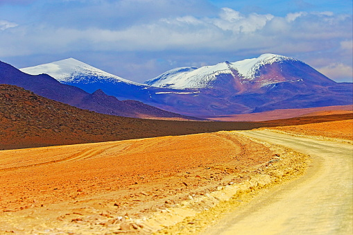 Bolivian Andes「Country dirt road to Impressive Bolivian Andes altiplano and Idyllic Atacama Desert, Volcanic landscape panorama – Potosi region, Bolivian Andes, Chile, Bolívia and Argentina border」:スマホ壁紙(10)