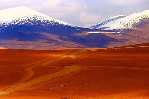 Bolivian Andes「Country dirt road into Impressive Bolivian Andes altiplano and Idyllic Atacama Desert, Volcanic landscape panorama – Potosi region, Bolivian Andes, Chile, Bolívia and Argentina border」:スマホ壁紙(9)
