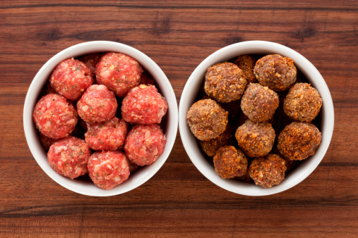 Meatball「Raw and fried meatballs」:スマホ壁紙(16)